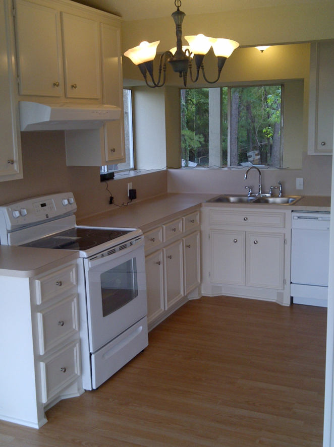 Picture of the kitchen in the house for sale at 106 Magnolia Lane, Conroe, Texas 77304
